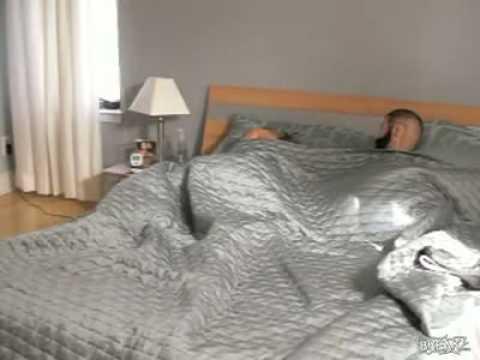 scherzo da infarto per la fidanzata che dorme!