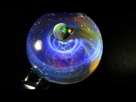 日本藝術大師創作出這些超夢幻的宇宙玻璃珠,沒想到「換個角度看」才會看到更誇張的驚人美景!