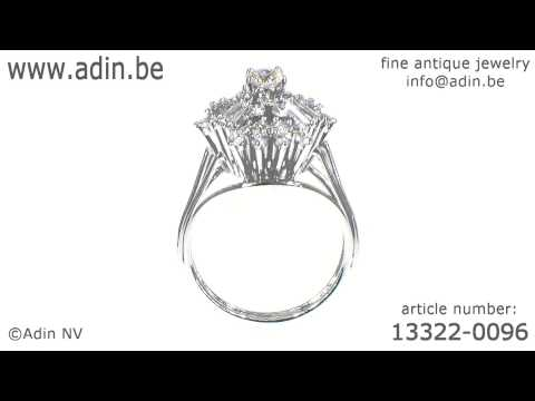 Estate diamond ring with baguettes and brilliants. (Adin reference: 13322-0096)