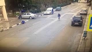 Организованная группа велосипедистов-невидимок, совершила вероломное нападение на автомобиль
