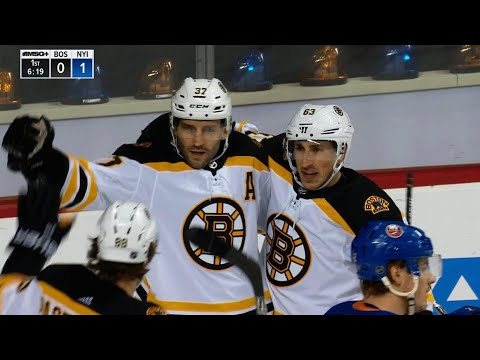 Video: Bruins' Patrice Bergeron nets hat trick against Islanders