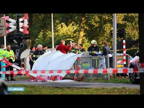 Video - Ολλανδία: Τέσσερα παιδιά σκοτώθηκαν κατά την σύγκρουση αμαξοστοιχίας με ποδήλατο μεταφοράς κι άλλων ατόμων