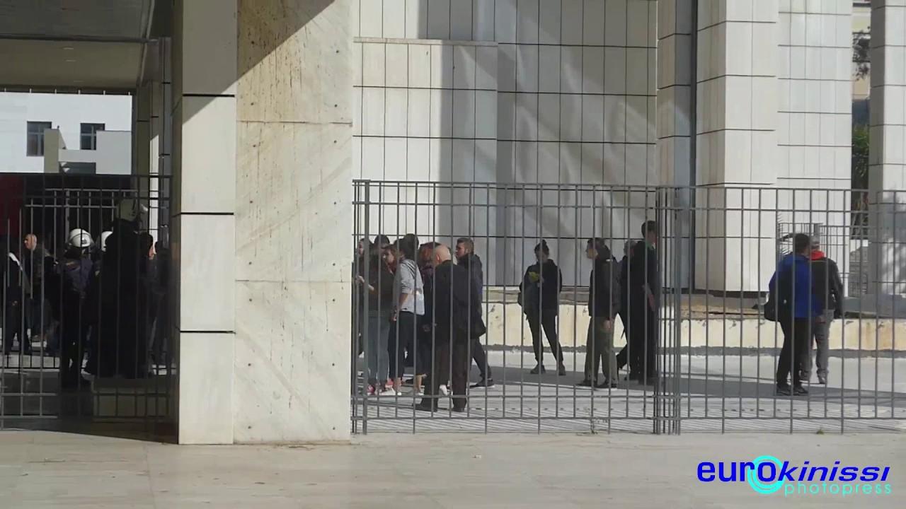 Ένταση έξω απο το Εφετείο όπου διεξάγεται η δίκη της Χρυσής Αυγής