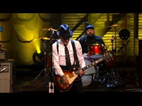 Social Distortion - Machine gun blues (Live @ Conan)