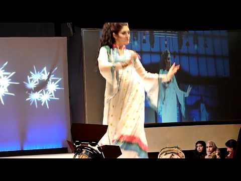 Latest Mehndi Dance 2011