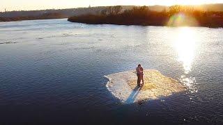 بالفيديو.. روسيان يرقصان على قطعة جليد تطفو فى النهر