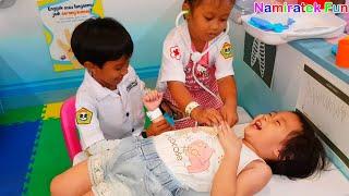 Video Anak & Balita Lucu bermain mainan anak Main Dokter - dokteran asik sekali bersama banyak teman teman MP3, 3GP, MP4, WEBM, AVI, FLV Februari 2019