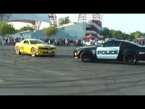 Polis arabasıyla Drift Gösterisi