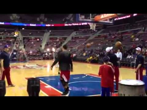 VIDEO: Derrick Rose is dunking off of his LEFT foot now