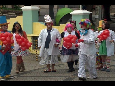 Grupo de palhaços leva alegria a pacientes da Santa Casa em Itatiba