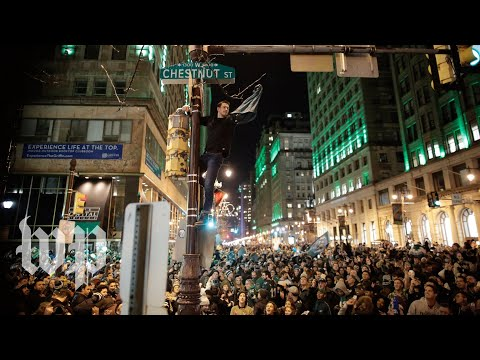 Eagles fans get rowdy in the streets of Philadelphia after Super Bowl victory (видео)