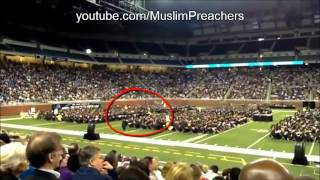 Muslim Man Praying During Graduation In Front Of Thousands (with Nasheed)