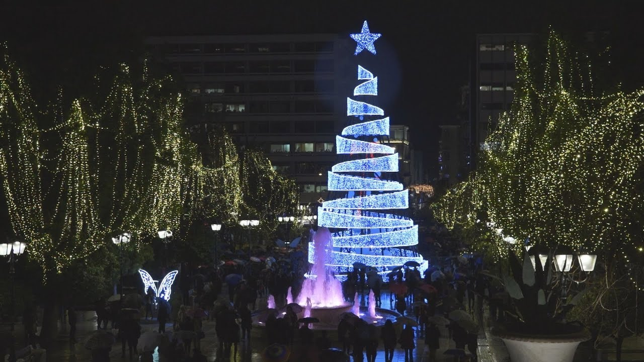 Άναψε το χριστουγεννιάτικο δέντρο της Αθήνας στην πλατεία Συντάγματος