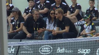 Video Prince Harry, Meghan Markle make public debut as couple at Invictus Games MP3, 3GP, MP4, WEBM, AVI, FLV Oktober 2017