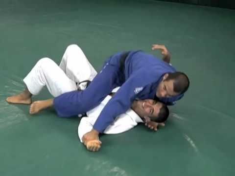 Gracie Breakdown – Triangle Choke from the Mount
