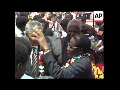 Mugabe Welcomes Mandela To Zimbabwe