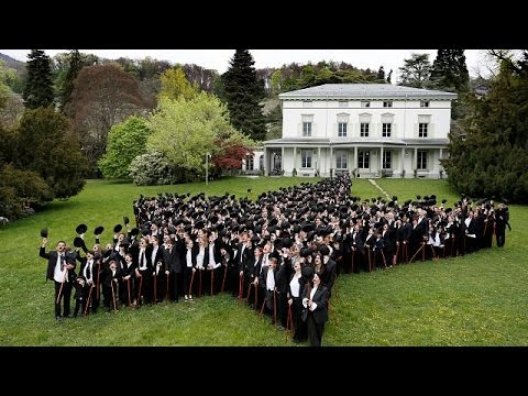 Ντύθηκαν «Σαρλώ» για να τιμήσουν τα γενέθλια του Τσάπλιν