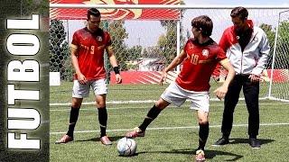 Gabo y Lorenzo de los Halcones Dorados & protagonistas en la serie de Disney ONCE ( #O11CE ), aprenden un truco de Fútbol calle con Guido de Football Tricks ...