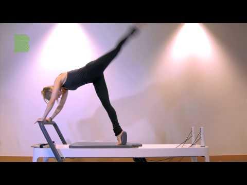 Dynamic lunge into kickback