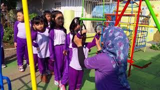Video Melatih keberanian anak TK. Horeeee.... dede senja bisa... MP3, 3GP, MP4, WEBM, AVI, FLV Februari 2018