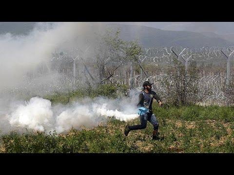 Δακρυγόνα και σφαίρες από καουτσούκ κατά των προσφύγων από τις δυνάμεις της ΠΓΔΜ