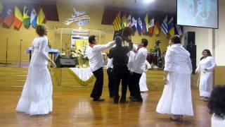 Iglesia Manantial De Vida - Recibiendo El Año Nuevo 2013 Bailando Cumbia