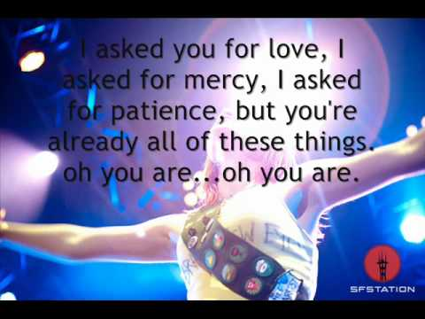 Paramore -  Miracle Outro (106.1 KISS FM Jingle Bell Bash 2010) with lyrics on screen