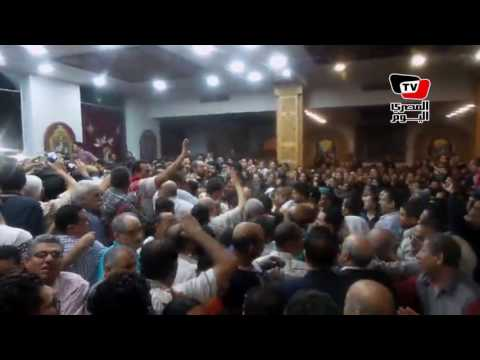 الآلاف يشيعون جثمان قس العريش في جنازة مهيبة بالإسماعيلية