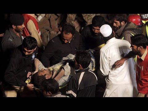 Πακιστάν: Νεκροί και τραυματίες από κατάρρευση εργοστασίου