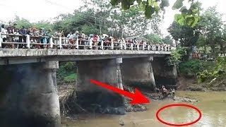 Video Warga Heboh !! Ramai-ramai Melihat Peristiwa Aneh & tak biasa di Sungai ini... MP3, 3GP, MP4, WEBM, AVI, FLV Desember 2018