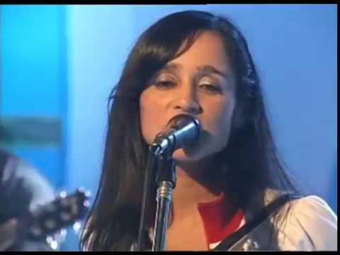 Julieta Venegas video Lento - Estudio CM 2004