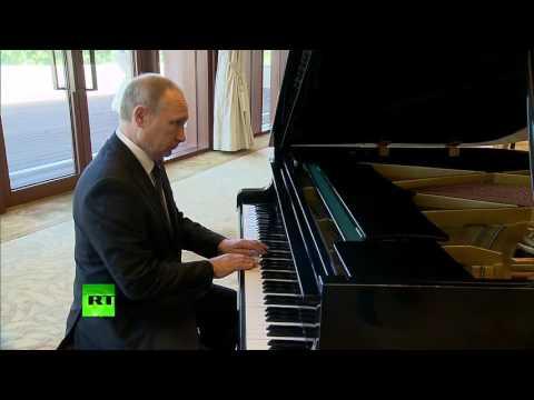 (VIDEO) Kako je Putin zasvirao klavir u rezidenciji predsednika Kine data-original=