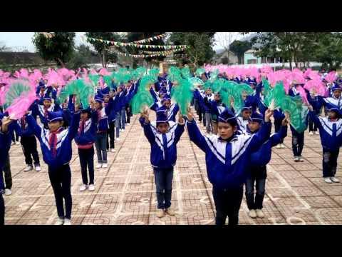 Múa hát sân trường ở TH Nghĩa Liên Nghĩa Đàn