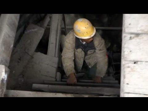 VIDEO: Chancing death in Burma's ruby mines