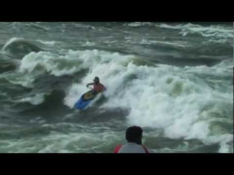 Freestyle Kayaking in Uganda 2012