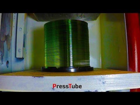 他用超強力液壓機分別碾壓20片和80片光碟,最後的結果讓人大吃一驚!