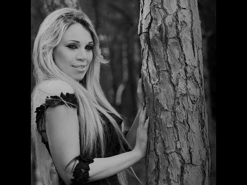 """La chanteuse algérienne Naouel Illoul rend hommage à Reinette l'Oranaise """"Nhabek Nhabek"""" (je t'aime, je t'aime)"""