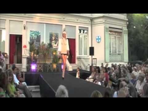 FEMME - Défilé de Mode à Bagatelle - Collection Automne - Hiver 2011 / 2012
