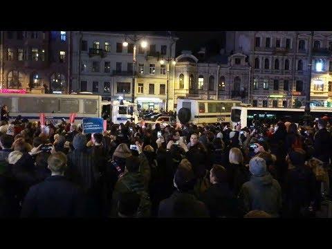 7 октября в Питере полиция забрала провокаторов и уехала - DomaVideo.Ru