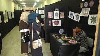 جامعة خضوري تنظم معرض لوحات فنية