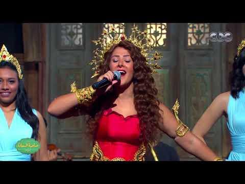 """دنيا سمير غانم تغني """"في ال لا لا لاند"""" على مسرح """"صاحبة السعادة"""""""