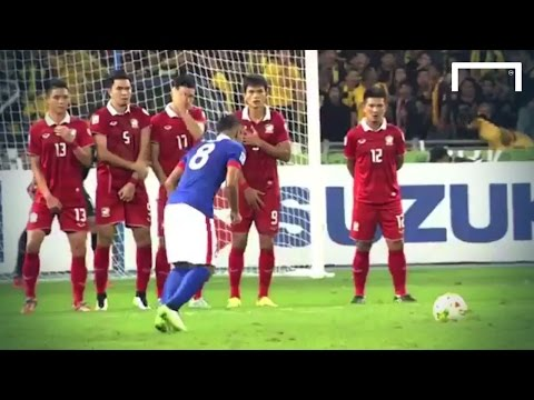 from - Malaysia midfielder Mohq Rahim scored a wonderful free-kick to momentarily put his side 3-0 up in their 3-2 AFF Suzuki Cup second leg final against Thailand. Subscribe to Goal: https://www.youtube...