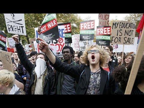 Βρετανία: Βίαιη κατάληξη σε διαδήλωση φοιτητών υπέρ της δωρεάν παιδείας