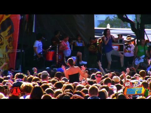"3OH!3 - ""Starstrukk"" & ""Colorado Sunrise"" Live In HD! At Warped Tour '09"
