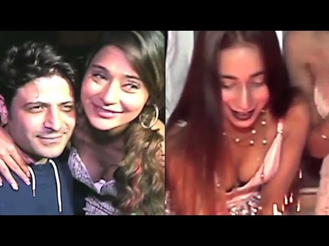Tv actress Sara Khan Celebrates sister's Birthday