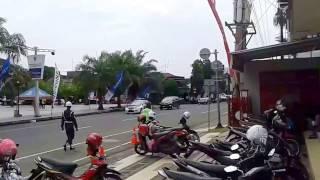 Video Paspampres Ibu Negara di Karanganyar MP3, 3GP, MP4, WEBM, AVI, FLV Maret 2018
