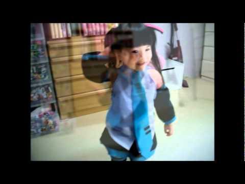 「3歳児の「なりきり初音ミク」が萌えるほどのカワイさレベル。」のイメージ