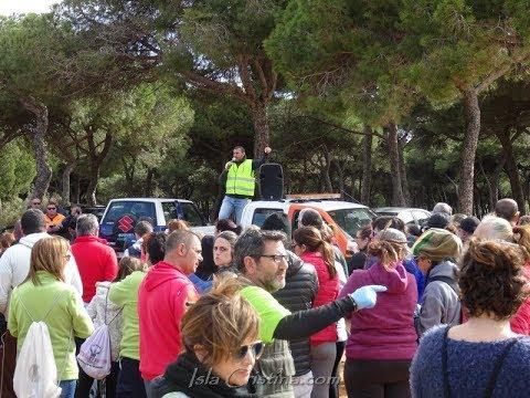 Campaña voluntaria de limpieza de las playas de Isla Cristina
