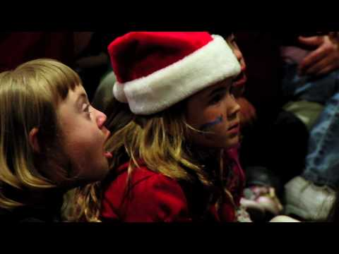 Ver vídeo Down Syndrome: Pizza with Santa