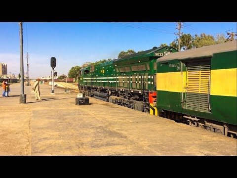 Pak Business Express Smoothly Departs Karachi Cantt | Old Station Building | Pakistan Railways